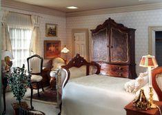 Miniature Bedroom: The Lynnwood Miniature Rooms, Miniature Houses, Miniature Furniture, Dollhouse Furniture, Home Furniture, Dollhouse Interiors, Miniature Chair, House Rooms, Dollhouse Miniatures
