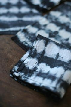 Use shibori techniques to update old linens