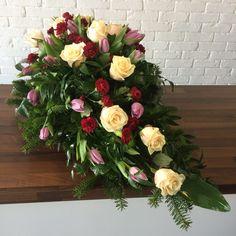 wiązanka pogrzebowa z tulipana róży – wiązanki ślubne lublin | dekoracje ślubne lublin | kwiaciarnia sławinek lublin | kwiaciarnia lublin | kwiaciarnia internetowa lublin | kwiaciarnia lublin | tania kwiaciarnia lublin