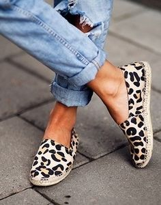 Use animal print tendence in a details of your look!!!! Example... In your shoes!