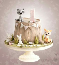 Woodland Animal Tree Stump Cake - Janine Thies - Woodland Animal Tree Stump Cake Woodland animal tree stump cake with fox, raccoon and bunnies - Cake by Little Cherry. This is adorable. Would be ideal for a woodland themed baby shower or birthday party. Baby Cakes, Baby Shower Cakes, Woodland Cake, Woodland Party, Woodland Forest, Deco Cupcake, Cupcake Cakes, Bunny Cupcakes, Tree Stump Cake