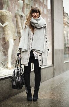Load up on plush knit layers for the worst of winter weather. Want to see more style from across the pond? Check out these hot London street style looks! Street Style Chic, Looks Street Style, Looks Style, Style Me, Look Fashion, Street Fashion, Grey Fashion, Fall Fashion, Mens Fashion
