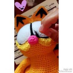 """Amigurumi Garfield. Amigurumi & Nuigurumi Artist (@mirthamigurumis) en Instagram: """"Felting details 💜 Mirtha Amigurumis -Tiernos muñecos de colección- #hechoenecuador #ecuador #crochet #guayaquil #garfield #quito #cuenca #amigurumi"""