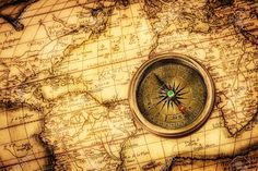 18731208-Vintage-still-life-Vintage-compass-lies-on-an-ancient-world-map--Stock-Photo.jpg (1300×866)