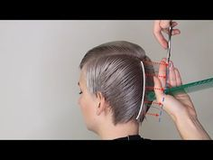 Trendfrisuren Baby trend, akkurater Mittelscheitel oder People from france Trim Pass away Frisurentrends 2020 Haircut For Older Women, Short Hair Cuts For Women, Short Hair Styles, Hair Cutting Videos, Hair Cutting Techniques, Cut Own Hair, How To Cut Your Own Hair, Pelo Color Gris, Short Pixie Haircuts