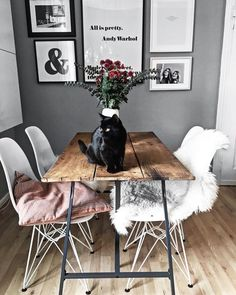Black frame against grey walls doesnt match Pink highlight is good Dining Room Design black doesnt frame Good Grey highlight Match Pink Walls Living Room Decor, Bedroom Decor, Living Rooms, Room Interior, Interior Design, Design Design, Rustic Table, Grey Walls, Pink Walls