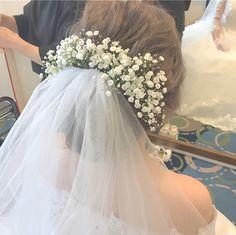 ベールにお花を飾る可愛い髪型・ブライダルヘアまとめ | marry[マリー]