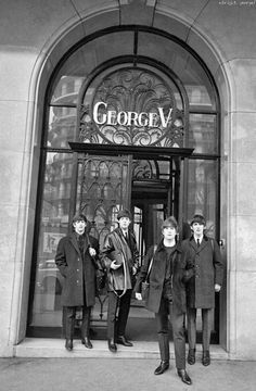 THE BEATLES IN FRONT OF THE GEORGE V HOTEL
