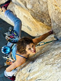 A climber's look of determination Climbing Girl, Ice Climbing, Mountain Climbing, Bouldering Wall, Climbing Workout, Kayak, Poses, Extreme Sports, Mountaineering