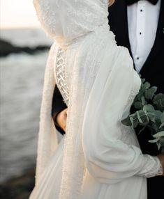 Muslim Prom Dress, Muslimah Wedding Dress, Muslim Wedding Dresses, Hijab Bride, Bridal Dresses, Dress Muslimah, Cute Muslim Couples, Wedding Couple Poses Photography, Reception Gown