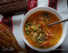 Острый суп с рисом и зеленым горошком  Оригинальный острый суп с рисом внесет разнообразие в ваше меню! Приятного аппетита! #едимдома #рецепт #готовимдома #кулинария #домашняяеда #суп #острыйсуп #рис #грибы #зеленыйгорошек