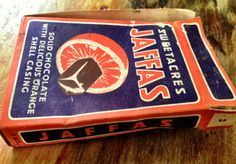 13 Erskine College Stash Wellington - sweetacres jaffas box: a treat when you went to the pictures (movies) on a Saturday afternoon (arvo), some kids even rolled them down the aisles for added fun. Kiwiana, Metal Toys, Old Ads, Sweet Memories, My Memory, Retro Vintage, Vintage Candy, Vintage Soft, Archaeology