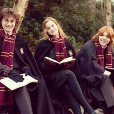 Emma Watson, Daniel Radcliffe and Rupert Grint like Hermione Granger, Harry Potter and Ron Weasley Harry Potter Tumblr, Images Harry Potter, Arte Do Harry Potter, Harry Potter Love, Harry Potter Characters, Harry Potter Universal, Harry Potter World, Harry Potter Friends, Hery Potter