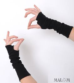Black arm warmers Black fingerless gloves Jersey by Malam on Etsy, Emo Outfits, Cosplay Outfits, Teen Fashion Outfits, Cute Outfits, Gloves Fashion, Cotton Gloves, Wrist Warmers, Character Outfits, Visual Kei