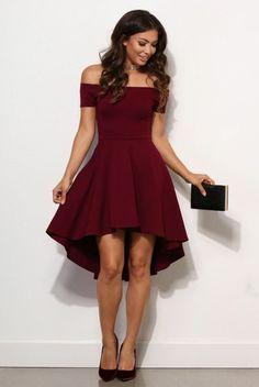 elegante damenmode dunkelrotes kleid sxhwarze tasche schuhe mit hohen  absaetzen lockige haare Hübsche Kleider, Kleider 4bc1807204