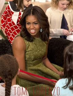 First Lady Debuts White House Holiday Decorations in Michael Kors Michelle Obama Fashion, Michelle And Barack Obama, Joe Biden, Durham, Presidente Obama, Barack Obama Family, American First Ladies, First Black President, Black Presidents