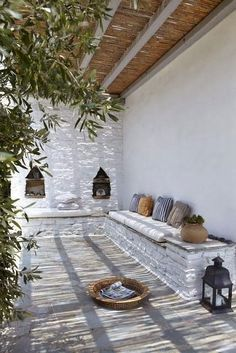 Colour scheme and pergola. Built-in seating and Moroccan de. Colour scheme and pergola. Built-in seating and Moroccan details. Modern Interior Decor, Outdoor Living Space, Outdoor Rooms, Outdoor Decor, Patio Design, Warm Modern, Outdoor Design, Mediterranean Decor, Interior And Exterior