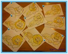 Lew : Z serii prac wykonanych przez maluchy, dzisiaj prezentujemy lwa. Prace powstały z wykorzystaniem:kredek, plasteliny i bibuły. Pokaz slajdów Jak widzicie zaczęliśmy od kolorowania, później przyszła pora na grzywę, którą wykleiliśmy z plasteliny. Na sam koniec nacięłyśmy kartkę w miejscu ogona i przewiązałyśmy żółty pasek bibuły. Zapraszamy do obejrzenia pouczającej przygody Reksia.