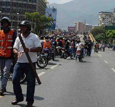 Boico a los MotoTaxi Paz Este colectivo amenazó con un tubo al fotógrafo de La Voz si no se retiraba de #LosRuices pic.twitter.com/bHw2NYnyzq