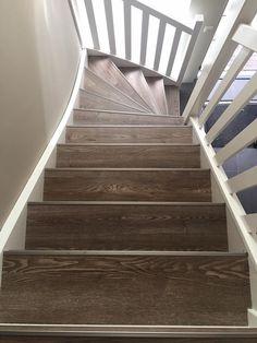PVC wordt steeds vaker gekozen als afwerking van de trap. Het materiaal PVC is niet duur, maar geeft uw trap wel de gewenste uitstraling !