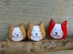 handmade cat brooches in red synthetic felt, perfect gift for vegan and cat lovers! By MadameRenard on Etsy - 7 € each Smiling Cat, Felt Gifts, Felt Cat, Cat Pin, Red Felt, Vegans, Brooches, Funny Cats, Cat Lovers