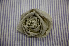 DIY Rosette - Another fabric rose tutorial! Handmade Flowers, Diy Flowers, Fabric Flowers, Paper Flowers, Ribbon Flower, Fabric Rosette, Rosettes, Ribbon Embroidery Tutorial, Christmas Wreaths To Make