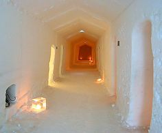 ishotell-sidokorridor.jpg (723×600) Sidokorridorerna är mindre fantasifulla och mera funktionella.
