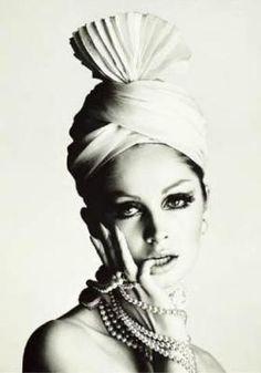 'Pleated Turban' art print from Vogue, April 1965 (photo by David Bailey) Moda Fashion, 1960s Fashion, Vintage Fashion, Vintage Couture, Turbans, Headscarves, David Bailey Photography, Caroline Reboux, Swinging London