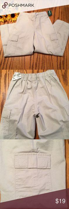 🆕 LLBean girls Cargo gym pants 5-6 New! LLBean girls Cargo gym pants 5-6. All cotton. Elastic waistband in back. L.L. Bean Bottoms