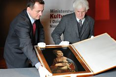 Art conservators Janusz Czop, left, and Janusz Walek open a box containing the Leonardo da Vinci painting Lady with an Ermine during a press presentation at the Royal Castle in Warsaw, Poland, Tuesday, April 12, 2011.