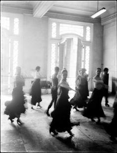 Patrick Demarchelier est un photographe français de mode et de publicité, né au Havre en 1943. Il est considéré comme l'une des figures majeures de la photographie de mode contemporaine.