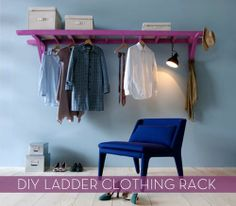5 Unusual & Modern Ways to Display Your Clothes at Home - Another DIY ladder reuse-able idea! This time you use an old ladder with paint and install it in such a way that you have storage above and below. Seen on Living Corriere. Old Ladder, Vintage Ladder, Diy Casa, Garment Racks, Organization Hacks, Clothing Organization, Organizing, Diy Clothes Storage, Storage Organizers
