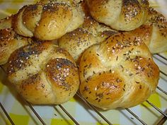 1330. škvarkové housky od hekute - recept pro domácí pekárnu Czech Recipes, Ethnic Recipes, Bread Dough Recipe, Bread And Pastries, Bread Rolls, Aesthetic Food, Croissant, Baked Goods, Bread Recipes