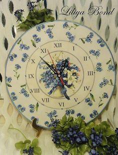 """Часы для дома ручной работы. Ярмарка Мастеров - ручная работа Часики со стразами """"Незабудки"""".. Handmade."""