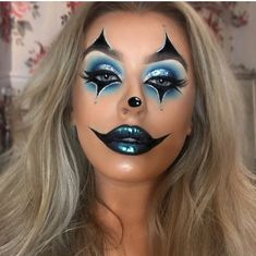 (SWIPE) is it too early to be posting Halloween makeup? I don't think so either 🎃🤡✨ Last years makeup for Halloween 🦋 Lips Halloween Makeup Clown, Amazing Halloween Makeup, Halloween Makeup Looks, Halloween Kostüm, Cute Clown Makeup, Circus Makeup, Halloween Costumes, Halloween Photos, Vintage Halloween