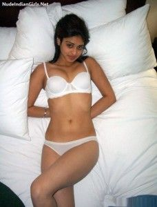 Indian Girl pics of Booby Babes Posing in Bra and Panty Photos