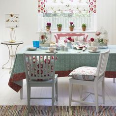 Patterned dining room