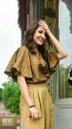 Dress Neck Designs, Saree Blouse Designs, Bollywood Celebrities, Bollywood Actress, Anushka Sharma Pics, Virat And Anushka, Trendy Summer Outfits, Bollywood Stars, Poses