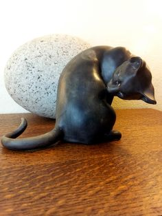 "Freeman McFarlin Signed ""Anthony"" - Washing Cat Figurine USA Number 178 California Pottery"