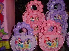 Ideas de Dulceros de Princesas para Fiestas Infantiles de Niñas Foam Sheet Crafts, Foam Crafts, Paper Crafts, Diy Crafts, Cinderella Party, Disney Princess Party, Disney Princess Centerpieces, Diy Craft Projects, Crafts For Kids