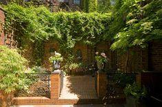 paradis express: Hidden gardens of Beacon Hill, Boston
