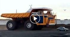 O Que o Maior Camião Do Mundo Capaz De Transportar 500 Toneladas De Carga Faz a Um Veículo De Passageiros