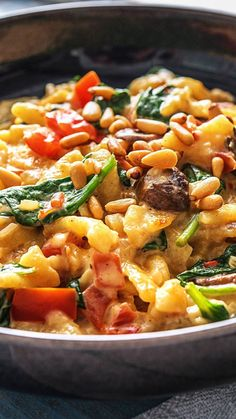 Sommerliche Spinat-Spätzle-Pfanne in cremiger Sauce mit Pinienkernen - Nudels and rice are very nice. Quinoa and so sometimes steal them the show - Essen Veggie Recipes, Vegetarian Recipes, Dinner Recipes, Healthy Recipes, Vegetarian Lunch, Cooking Box, Salsa, Sauce Crémeuse, Rice Sauce