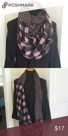 NWOT checkered plaid gingham infinity scarf Came in original plastic wrapped packaging but I had to take it out to take photos! Never worn, brand new. Lightweight, soft and perfect for fall and winter! I have this same scaef in brown, pink, gray and turquoise, would be happy to make a custom bundle! Feel free to make an offer! Accessories Scarves & Wraps