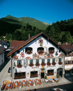 Traditional Bavarian exterior of the Gasthof Fraundorfer hotel in Garmisch-Partenkirchen, Germany... ❄
