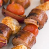 Make a family shish kabob dinner super quick with pre-cooked fresh or smoked sausage. Shish Kabobs, Kebabs, Fun Food, Good Food, Yummy Food, Summer Ideas, Summer Time, Meal Ideas, Dinner Ideas