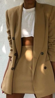classy capsule wardrobe Pin by Thea Astley on Classy Outfit Ideas Cute Outfits For School, Cute Casual Outfits, Chic Outfits, Winter Outfits, Fashion Outfits, Simple Outfits, Fashion Clothes, Blazer Outfits For Women, Summer Outfits
