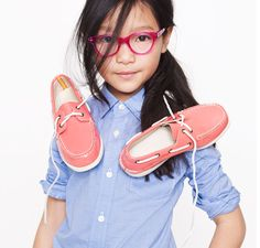 Of all the back-to-school trends this season, Quinoa's favorite is shoulder shoes. #MIWDTD #HowToQuinoa #buythebook