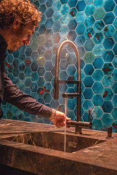 Een kokendwaterkraan is tegenwoordig niet meer weg te denken uit de moderne keuken. Maar de Selsiuz is méér dan alleen een functionele kokendwaterkraan. Met zijn prachtige design en stijlvolle kleuren is de kraan op zijn plaats in elke keukeninterieur. #kitchen #selsiuz #kitchenproducts #kitchendesign #osirishertman #topdesigner #kokendwaterkraan #tap #hotwater #interior #interiordesign #interiorlover #interiorblogger #leemwonen #blogazine