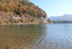 富士山。紅葉編。透き通る池。